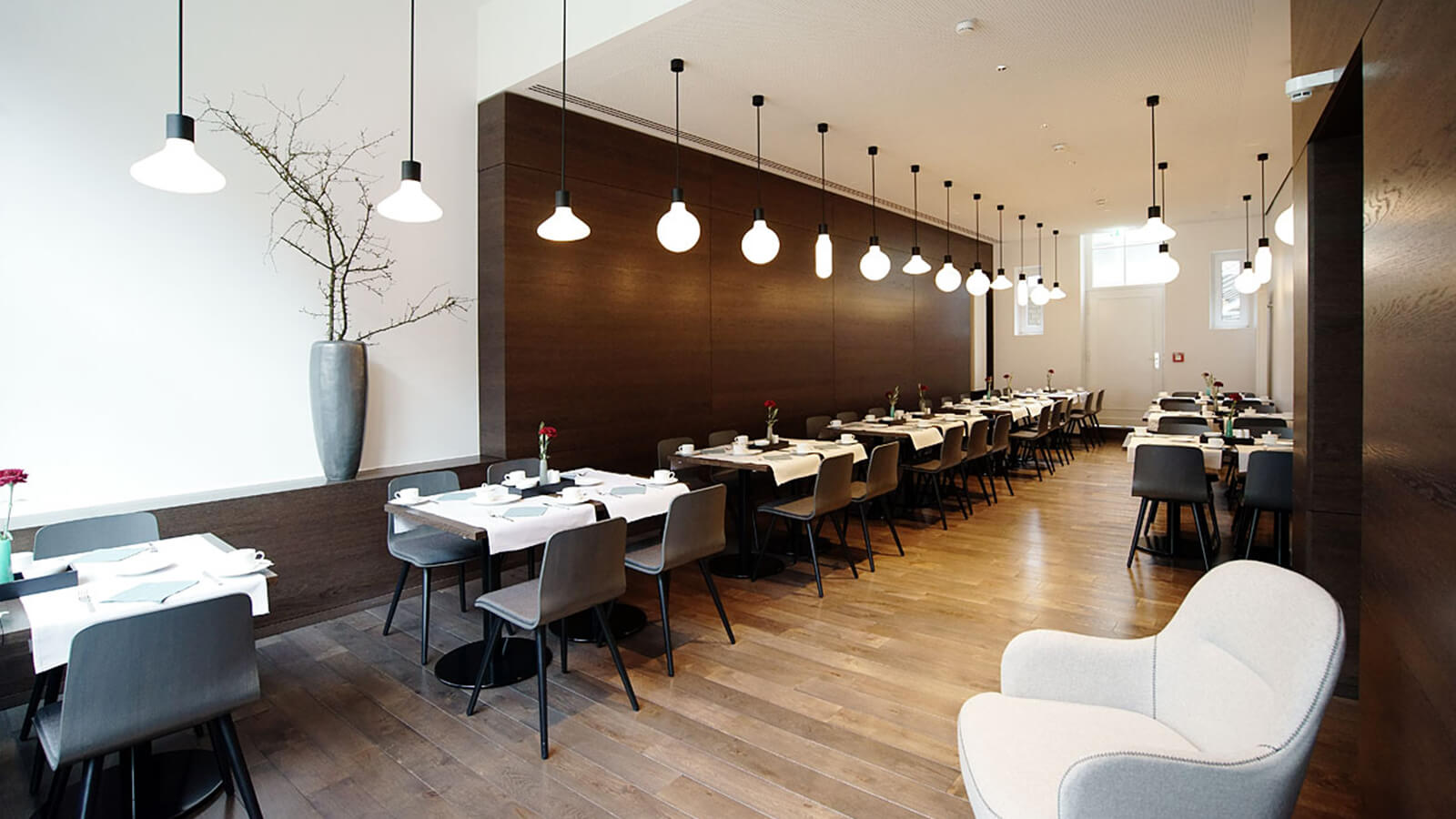 Restauranttische des Restaurant Stadthotel Muenster Zonzalla Ingenieure
